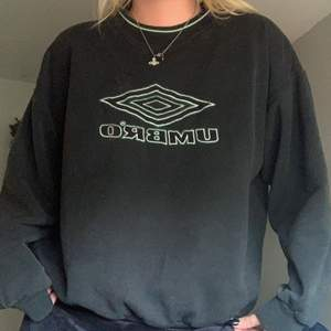 nice umbro sweatshirt! oversized och inga defekter 👍