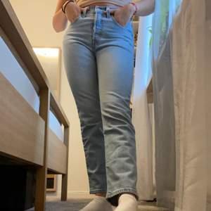Levis 501or i en superfin tvätt. Så snygg passform på dessa jeans. Knappt använda då de är liiite korta för mig tyvärr. Super fina och moderna osv🥰