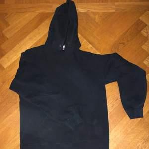 vintage fruit of the loom hoodie. väldigt bra skick, färgen är lite faded