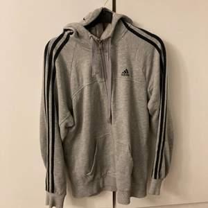 Adidas kofta köpt på plick men är för liten på mig