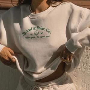 Söker denna sweatshirten från Princess Polly🍓🍓 Vilken storlek som helst, betalar såklart frakten också🌸 Skriv jätte gärna ifall ni har✨✨✨