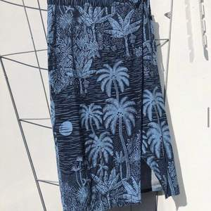 Ballaste kjolen från H&M i coolt mönster!