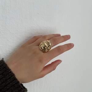 Ascool ring som inte kommit till användning, minns inte vart den är köpt. Jag är normalt en xs-s i ringar 💛