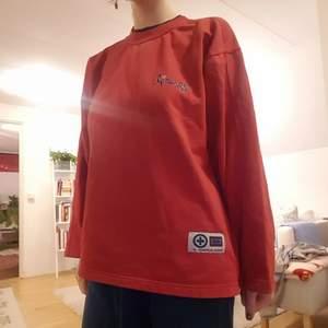 Jättefin Sweatshirt från humana. Använd men i bra skick! Storlek M. Frakt tillkommer!