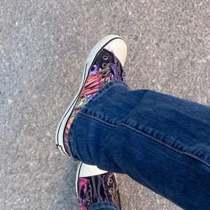 Feta ed hardy skor som är lite för små för mig, skulle säga storlek 38. Äkta från 2000-talet därav några defekter. Fortfarnade bra skick!