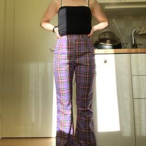 Ett par super fina byxor som jag köpte fel storlek i så säljer vidare dom🥰 storlek xs och aldrig använda. Säljer dom för 80 kr + frakt men pris kan alltid diskuteras! Skriv vid frågor😇