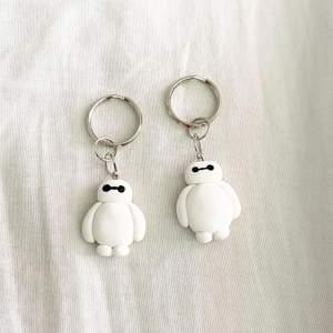 Två stycken jättesöta nyckelringar, funkar utmärkt att ha som accessoar på väskan också! (SÄLJES STYCKVIS). 35kr/st + frakt 12kr.