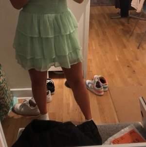 Super skön kjol från vero Moda i storlek M men som jag sytt in i midjan så passar även s och xs 💕