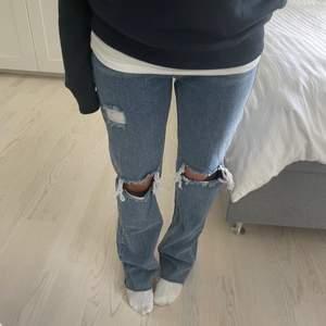 Helt oanvända raka jeans! Lappen hänger kvar! Skriv i privata chatten vid intresse för fler bilder och info🤗