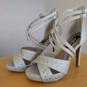 Högklackat skor size 37 , silver modern sko .
