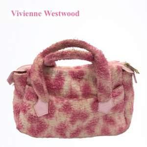 Vivienne Westwood Y2K Fluffy Pink Bag, Bra skick, Y2K, Rätt så sällsynt, Öppen för alla bud