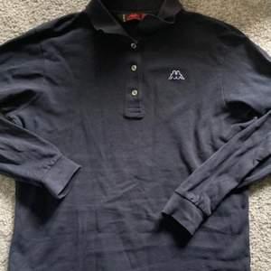 Hjälper min syster sälja kläder hon inte använder! Tröja från Kappa, passar storlek S. Köpare står för frakt på 66 kr🤍 Skriv privat för fler bilder!