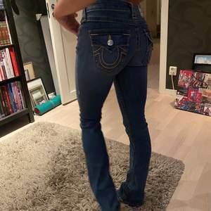 Sjukt snygga True religion jeans, väldigt 2000-tal, lågmidjade