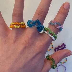 Ringar av tråd och pärlor, massa olika färger går att beställa, upp till 3 färger per ring:-)✨