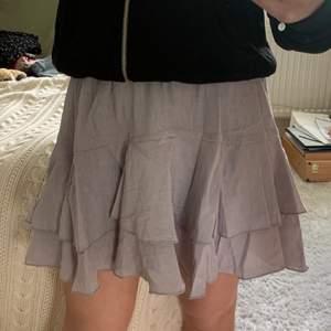 Fin kjol från NAKD aldrig använd. Kontakta för fler bilder