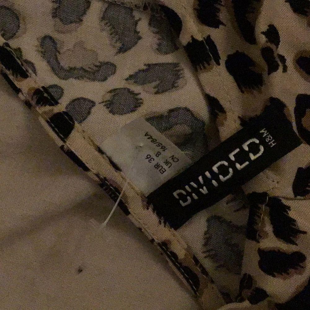 Leopard mönster, fin, gullig,inga fläckar.. Klänningar.