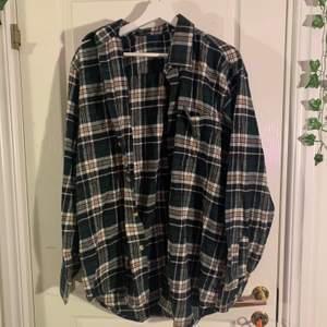 tre olika oversized flannels köpta second hand ❤️ 200kr/st. den första är såld