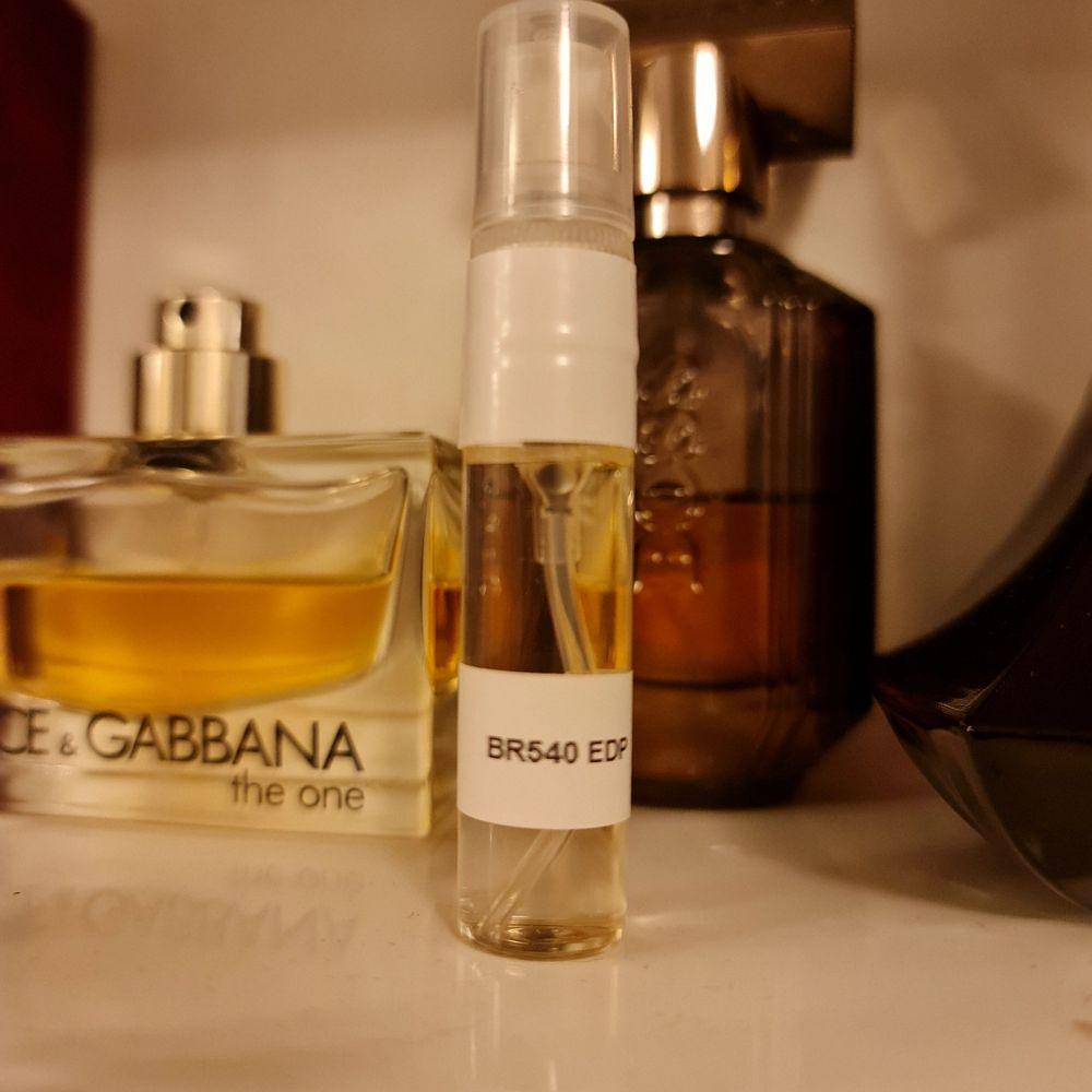 En 5 ml sprayflaska med äkta Baccarat Rouge 540 från Maison Francis Kurkdjian. Niche parfym för entusiasten. Skickar med 11 kr porto eller spårbart 49 kr.. Accessoarer.