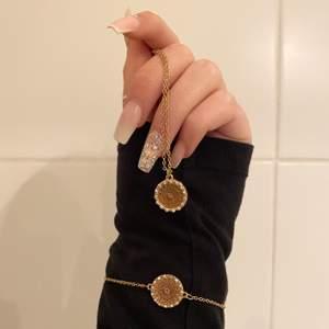 Säljer detta gulliga sett med armband och halsband, endast använt ca. 3 gånger! Är ni intresserade så skriv!✨🤍