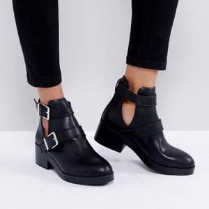 svarta boots i storlek 38 från pull&bear, endast använt en gång. kan hämtas i söderort i sthlm eller postas 💜