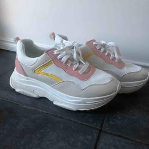 Chunky sneakers, köpta på primark.  Använda endast en gång. Går att skicka, köpare står då för frakt.💓✨