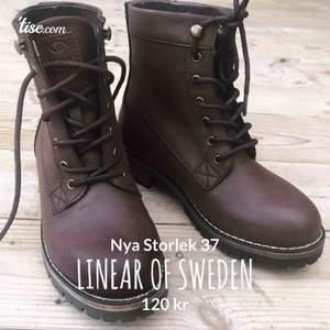 Varmfodrade skor från Linear of Sweden🍂🌨 Varmt fluffigt material på insidan☁️ Endast provade🥾  Nypris 599kr  Säljer för  120 + 63kr frakt 📦