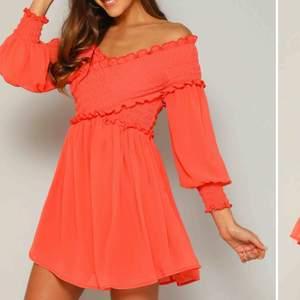 Jättefin klänning i nyskick. 🤩Aldrig använd. Säljer pågrund av för liten i bysten :( Pris kan diskuteras. Skriv för fler bilder