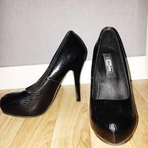 Skor köpta från din sko, stl.36 och i mycket bra skick! 50kr + 100kr fraktavgift