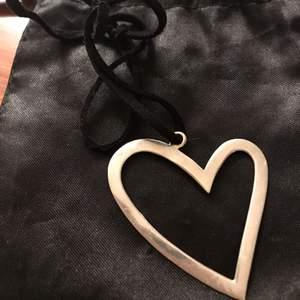 Hjärta halsband med skinnbandet äkta silver 925