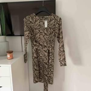 Aldrig använd klänning från pieces - prislapp sitter kvar Storlek XS