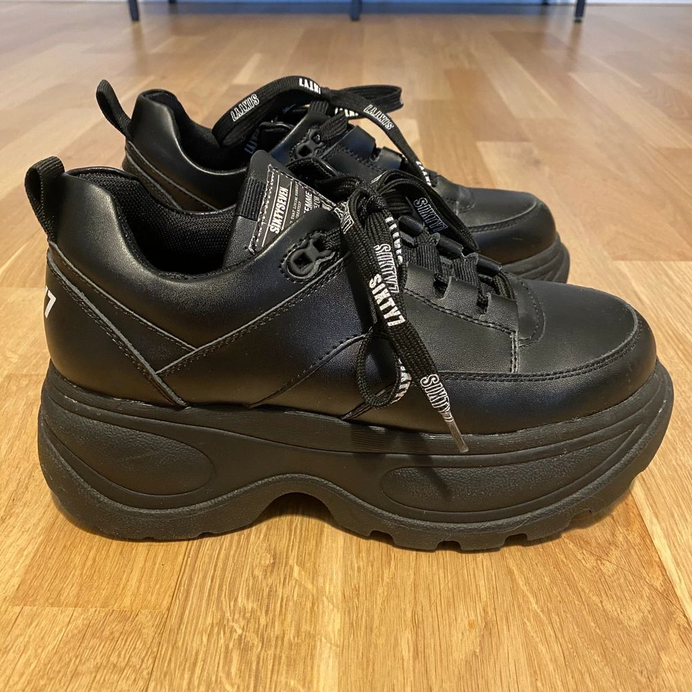 Sixtyseven chunky leather sneakers. Only worn a couple times. Size 37. Shipping not included in price. Price on zalando is 749.. Skor.