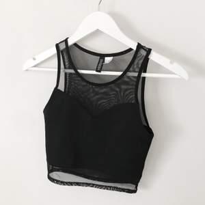Svart coolt linne från H&M. Använt en gång. Frakt tillkommer 🌹