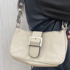 En beige väska från Kappahl!😊 hör av dig vid intresse!