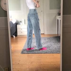 Helt nya jeans, endast testade. Storlek xs, men passar nog  s också