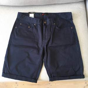 Blå shorts från dressman för man. Storlek S, aldrig använda, prislappen sitter kvar