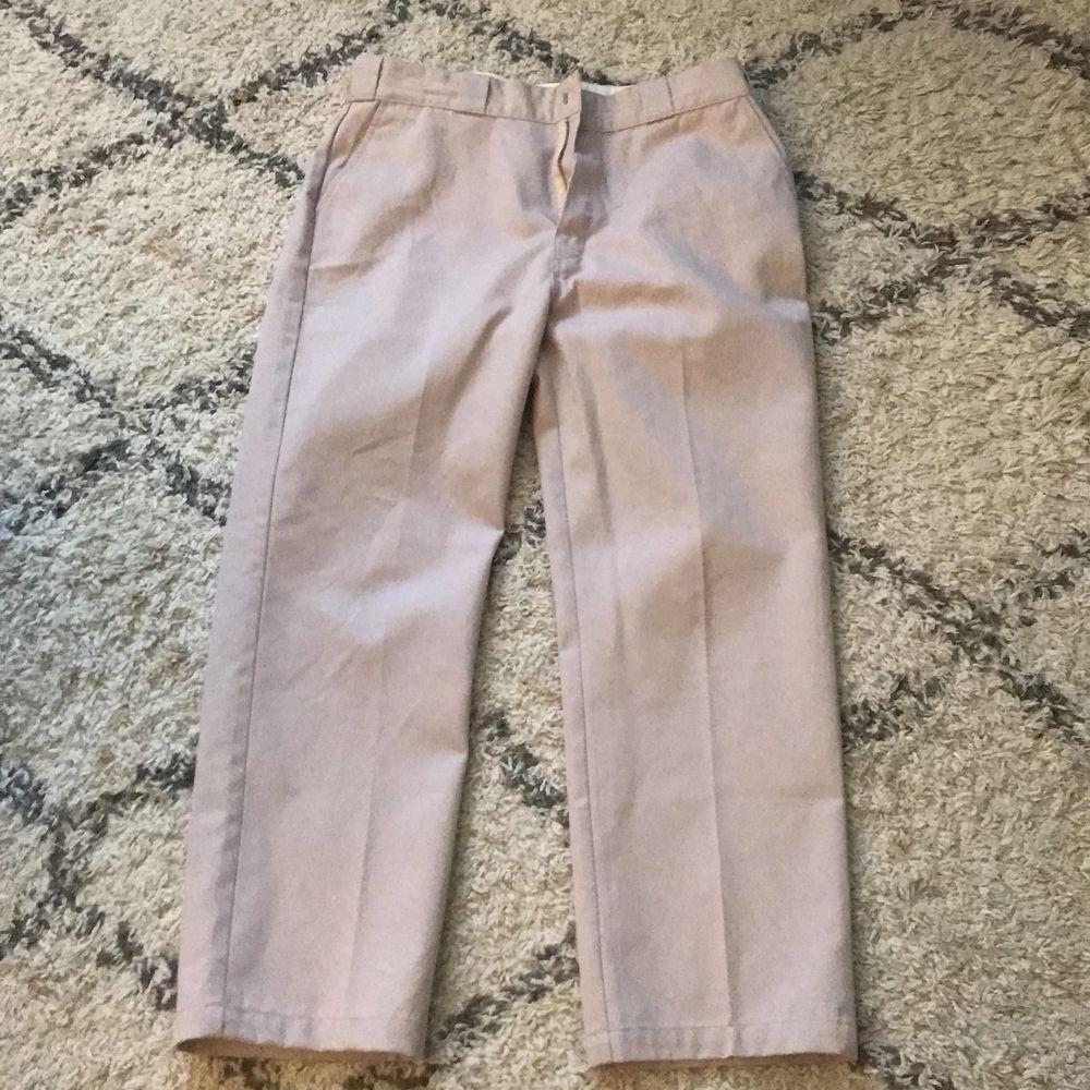 Jag tänkte sälja mina dickies byxor som jag typ aldrig andvänt. Jeans & Byxor.