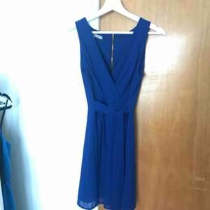 Klänning köpt från zalando för något år sedan, använd en kväll.