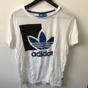T-shirt från Adidas. Aldrig använd. Ursäkta att den är skrynklig men äger inget strykjärn ännu :)