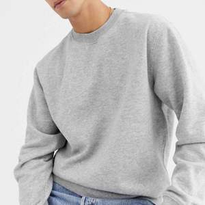 säljer denna sweatshirt från weekday då den inte kommer till användning, frakt tillkommer. Har även en i vit om nån är intresserad💞