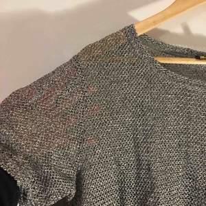 Jätteskön t-shirt från Magic Life🧙♀️ Skitnygg i silver / grått och något see through, varit en riktig favorit! Kan mötas i Sthlm eller skicka (frakt ej inkl)! Kram