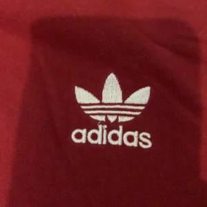 Säljer nu min adidaströja som är köpt här på Plick. Fint skick!!