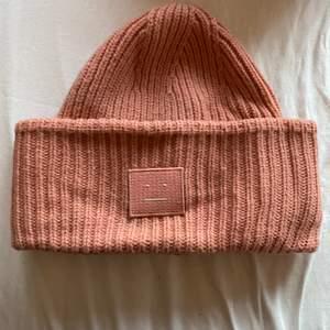 Super fin rosa mössa från acne☺️☺️