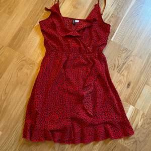 Fin klänning som säljs för 100kr utan frakt. Storlek 36