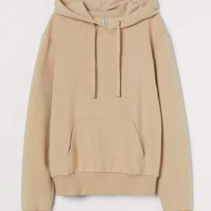 en beige hoodie som jag har köpt här på plick, använd ett fåtal gånger och är som ny, priset är inklusive frakt