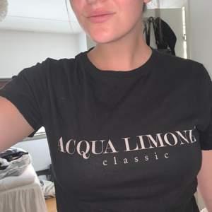 Fin T-shirt använd fåtal gånger då jag även har en mörkblå liknande. Fint skick bjuder på frakten. Nypris Crika 599kr.