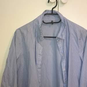 somrig skjorta i stl 36(S)