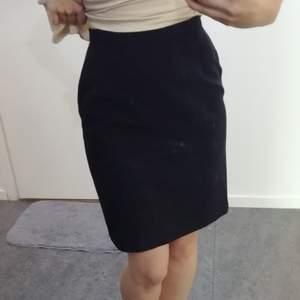 Svart kostym kjol i bra material!