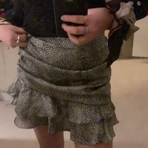 Super fin kjol. Skriv för mer info och bilder ❤️kjolen köptes på Taraz