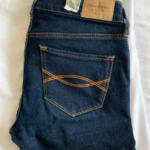 Jeans från Abercrombie & Fitch, modell super skinny. Midja 25, längd 31. Inköpspris 950kr. Säljer för 100kr