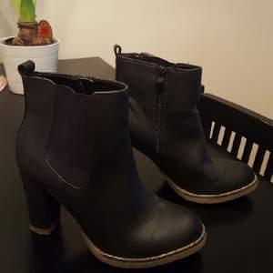 skor i nyskick från dinsko